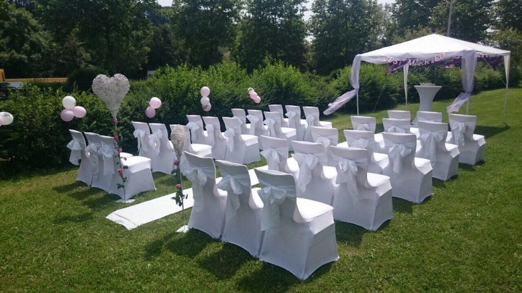 Stuhlhussen auf Stühlen mit rechteckiger Lehne